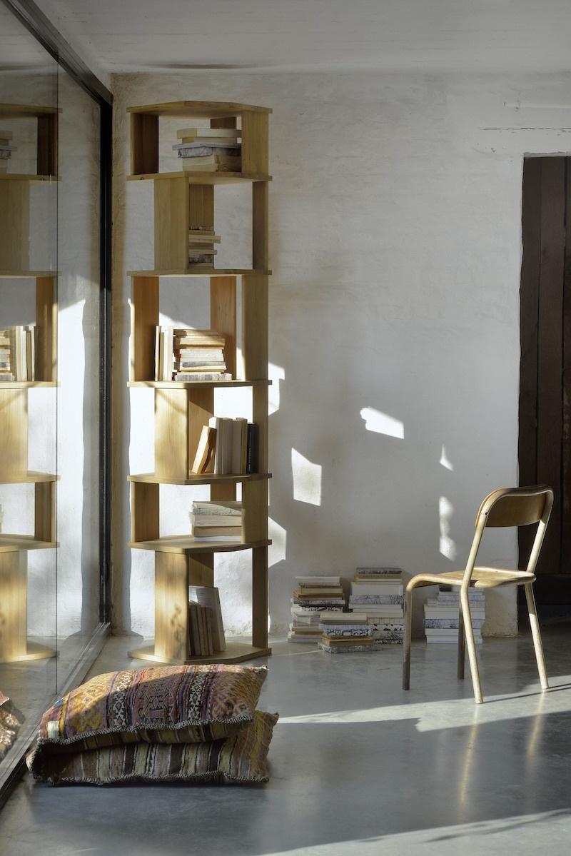 Ethnicraft - Boekenrekken - Stairs kolomrek